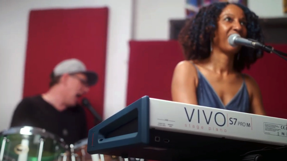 Victoria Theodore e il nuovo VIVO S7 Pro M